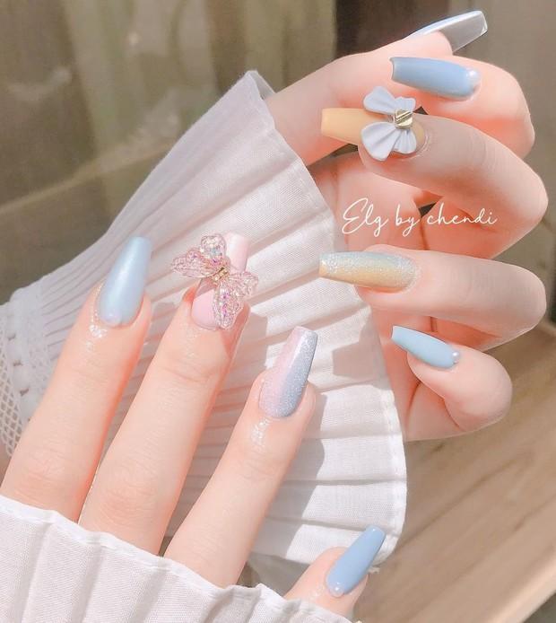 """Top mẫu nail xinh nhất ở các tiệm cho chị em đón hè: Muốn có móng xinh thì """"bơi"""" vào nghía - Ảnh 3."""