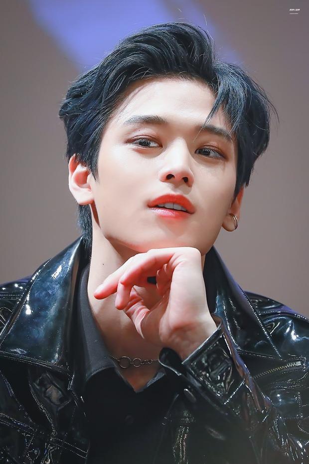 Dispatch chọn ra 8 center đẹp trai nhất Kpop: Nam thần SEVENTEEN lọt top kệ phốt, vị trí số 1 thuyết phục đến 90% fan Kpop? - Ảnh 14.