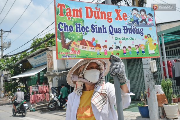 Chuyện về cô Hai Trị cứ giờ tan học lại cầm một tấm bảng lao ra xin đường cho học sinh Sài Gòn - Ảnh 8.