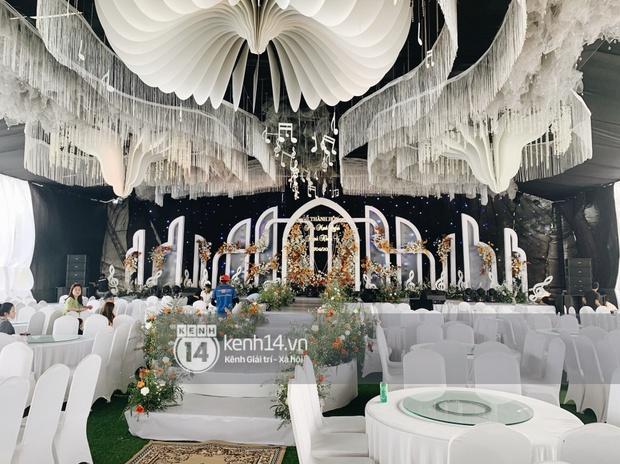 Hé lộ toàn cảnh lễ đường và ảnh cưới của Phan Mạnh Quỳnh tại Nghệ An: Sân khấu đẹp như cổ tích, quy mô nhìn sơ đã thấy khủng! - Ảnh 6.
