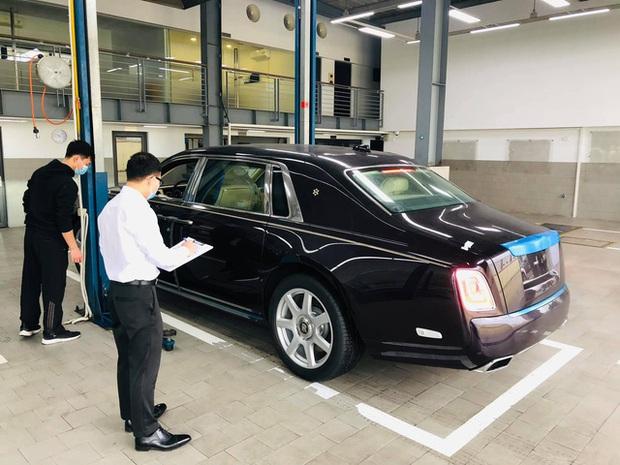 Đại gia Bình Thuận mua Rolls-Royce Phantom VIII chính hãng thứ hai tại Việt Nam: Logo mặt trời gây chú ý - Ảnh 2.