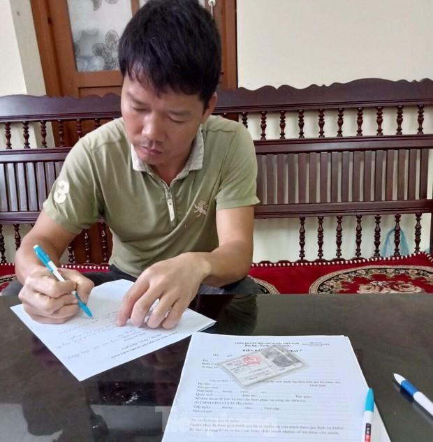 Người cha xích con vào cột điện ven đường ở Lạng Sơn: Hối hận, cam kết không tái phạm - Ảnh 2.