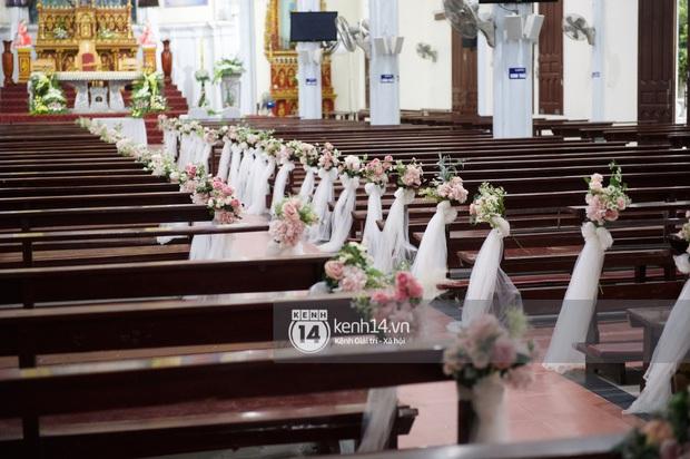 Thánh lễ hôn phối Phan Mạnh Quỳnh: Cô dâu xinh xỉu trong tà áo dài, chú rể chăm vợ từng li từng tí ở lễ đường hoành tráng - Ảnh 18.