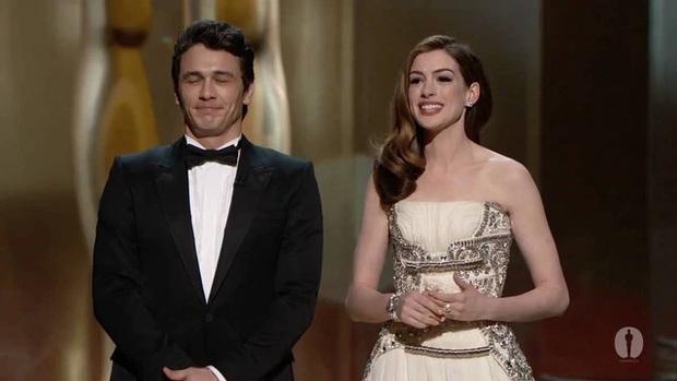Lí do Oscars 2011 là đêm tồi tệ nhất lịch sử: Anne Hathaway không gánh nổi đồng đội vô duyên, tưởng ai hóa ra tài tử Người Nhện - Ảnh 2.