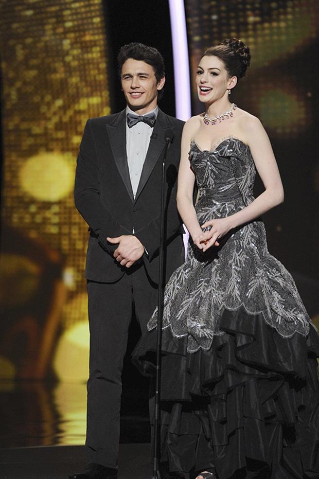 Lí do Oscars 2011 là đêm tồi tệ nhất lịch sử: Anne Hathaway không gánh nổi đồng đội vô duyên, tưởng ai hóa ra tài tử Người Nhện - Ảnh 3.