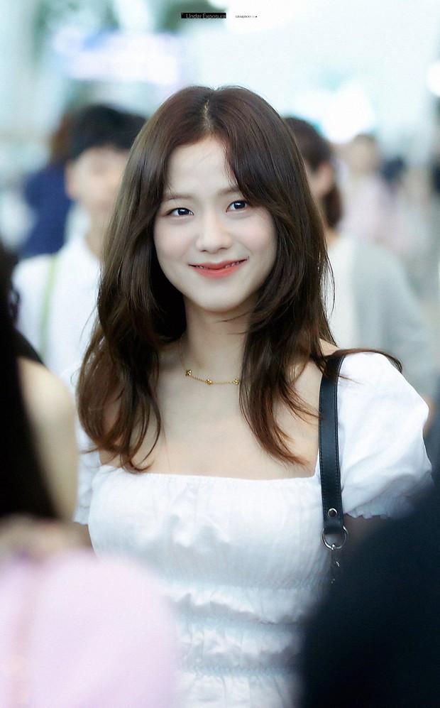 Đẳng cấp của idol đẹp như Hoa hậu: Jisoo chứng minh khả năng cân được mọi màu tóc, từ cơ bản đến chóe lọe - Ảnh 1.