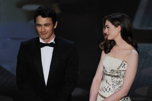Lí do Oscars 2011 là đêm tồi tệ nhất lịch sử: Anne Hathaway không gánh nổi đồng đội vô duyên, tưởng ai hóa ra tài tử Người Nhện - Ảnh 7.
