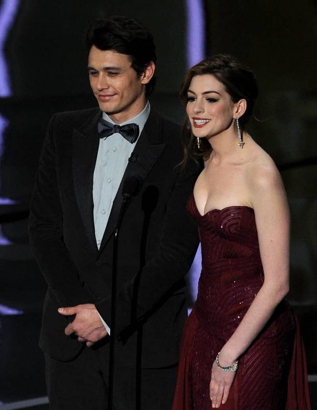Lí do Oscars 2011 là đêm tồi tệ nhất lịch sử: Anne Hathaway không gánh nổi đồng đội vô duyên, tưởng ai hóa ra tài tử Người Nhện - Ảnh 8.