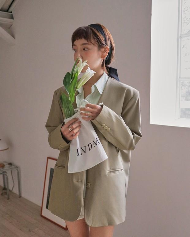 Tủ đồ của hội gái Hàn sành điệu luôn có đủ 10 items sau, bạn cứ học theo là style đẹp vượt cấp - Ảnh 3.