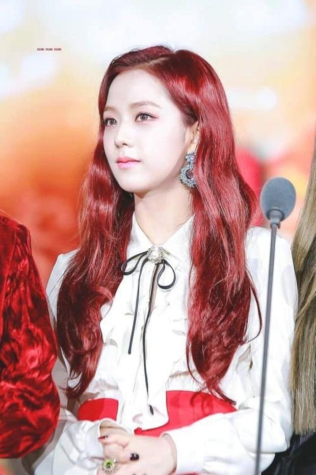 Đẳng cấp của idol đẹp như Hoa hậu: Jisoo chứng minh khả năng cân được mọi màu tóc, từ cơ bản đến chóe lọe - Ảnh 6.