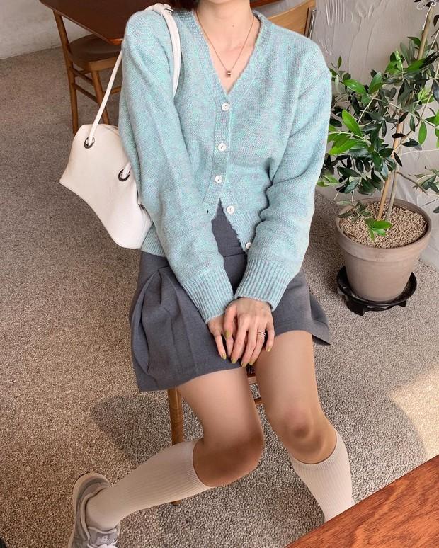 Tủ đồ của hội gái Hàn sành điệu luôn có đủ 10 items sau, bạn cứ học theo là style đẹp vượt cấp - Ảnh 6.