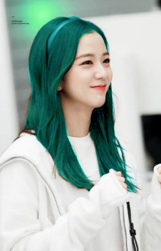 Đẳng cấp của idol đẹp như Hoa hậu: Jisoo chứng minh khả năng cân được mọi màu tóc, từ cơ bản đến chóe lọe - Ảnh 9.