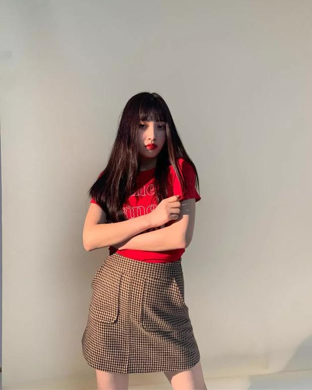 Chị em rất nên học Joy (Red Velvet) cách diện chân váy không chỉ sang chảnh mà còn hack được vài tuổi - Ảnh 11.