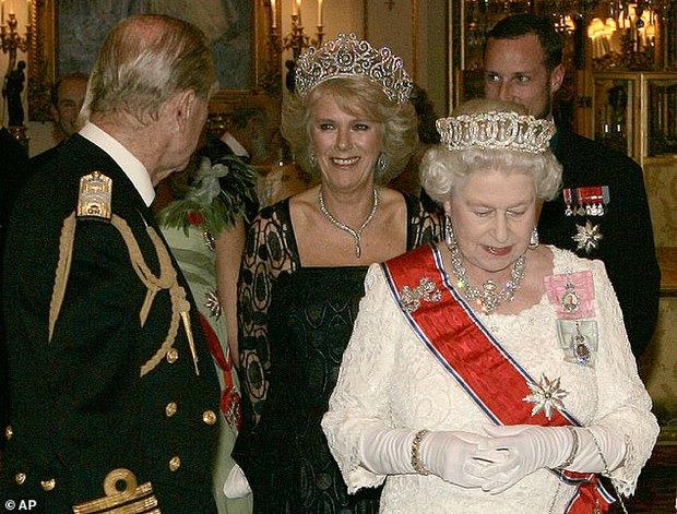 Quan hệ tốt đẹp của Hoàng tế Philip và các nàng dâu: Công nương Diana nhận sự đối đãi đặc biệt nhưng vẫn chưa phải là người được yêu quý nhất - Ảnh 6.