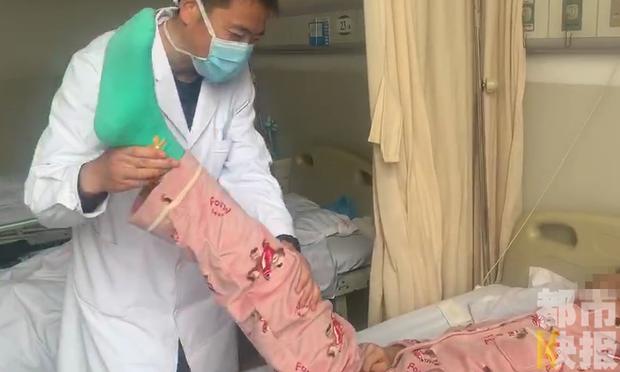 Ngồi học 16 tiếng 1 ngày, nữ sinh 13 tuổi bị thoát vị đĩa đệm: Bác sĩ cảnh báo căn bệnh này có xu hướng trẻ hóa - Ảnh 1.