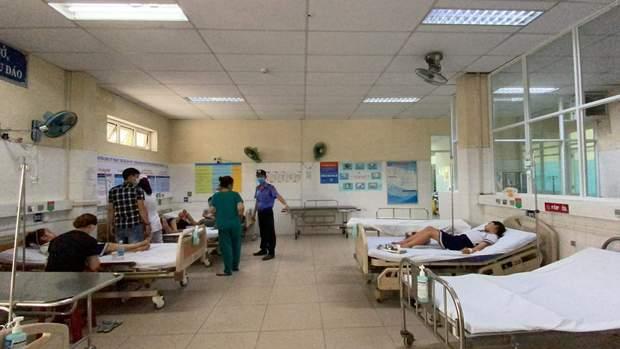 Chơi đồ chơi lạ mua trước cổng trường, 32 học sinh tiểu học phải nhập viện - Ảnh 2.