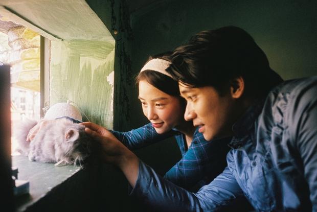 Bị đồn phim giả tình thật, mỹ nhân phim Victor Vũ đáp trả bằng bộ ảnh cực tình bên hot boy gốc Việt - Ảnh 5.
