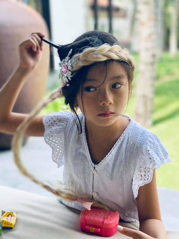 Con gái Đoan Trang bùng nổ visual qua bộ ảnh mẹ chụp, mới bé xíu mà thần thái và nhan sắc ra dáng mỹ nhân Vbiz tương lai! - Ảnh 3.