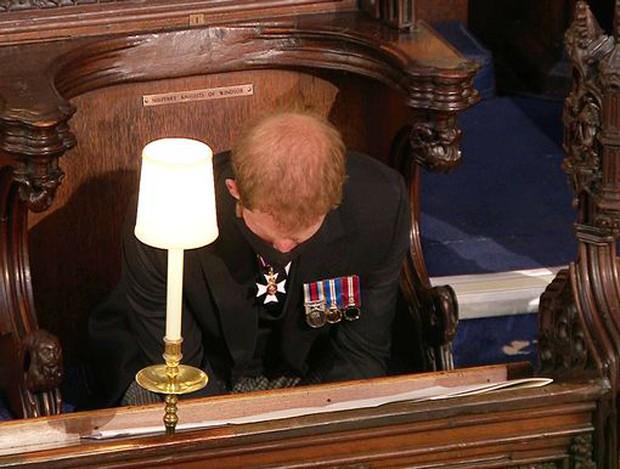 Sau mọi sóng gió, anh em Hoàng tử William - Harry lần đầu mặt đối mặt tại tang lễ ông nội, Công nương Kate cố tình lánh đi để họ được riêng tư - Ảnh 8.
