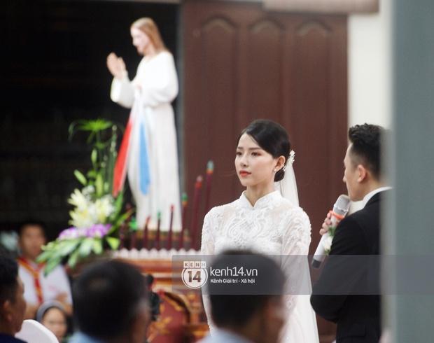 Chỉ một góc nghiêng chụp cô dâu của Phan Mạnh Quỳnh, dân mạng tưởng Vũ Cát Tường để tóc dài lại còn gọi tên cả vợ Công Phượng - Ảnh 11.