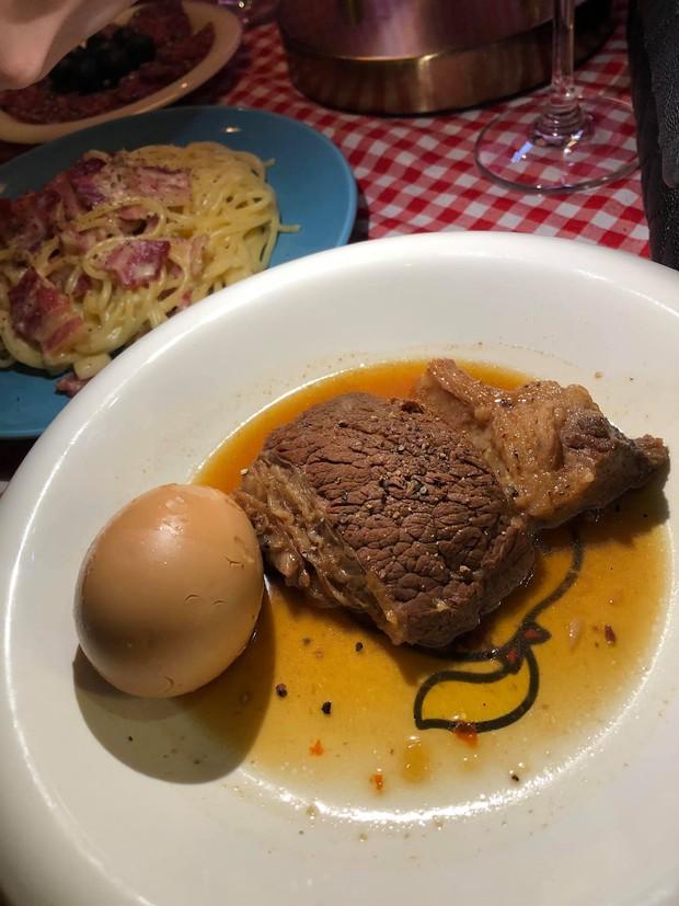 Vào nhà hàng Pháp gọi món sang chảnh nhưng lại nhận được đĩa… thịt kho hột vịt, cô gái đăng bài bóc phốt khiến dân mạng cười bò - Ảnh 2.