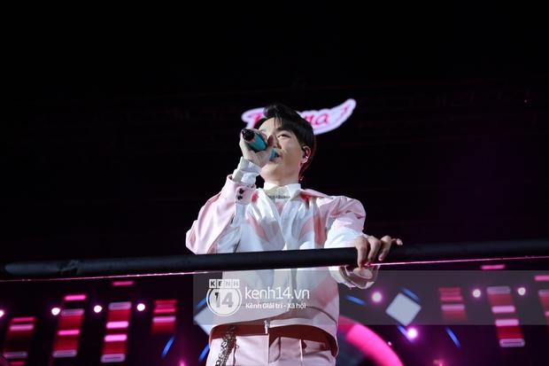 Erik - Đức Phúc cực tình tứ kết hợp biểu diễn, cùng Min mang loạt hit đốt cháy sân khấu Diana Pink Fest - Ảnh 7.