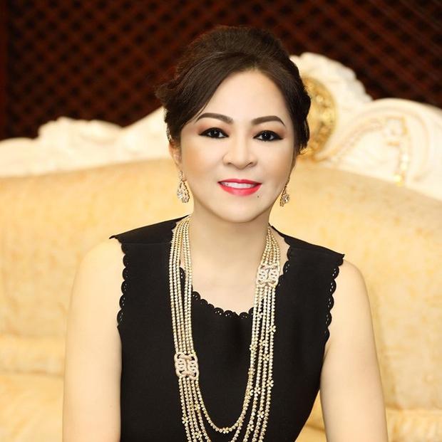 Trang Trần đáp trả cực gắt vợ Dũng lò vôi: Nghệ sĩ đâu có xin tiền cô, cháu đeo hột xoàn giả nhưng cháu cũng không xin tiền cô - Ảnh 4.