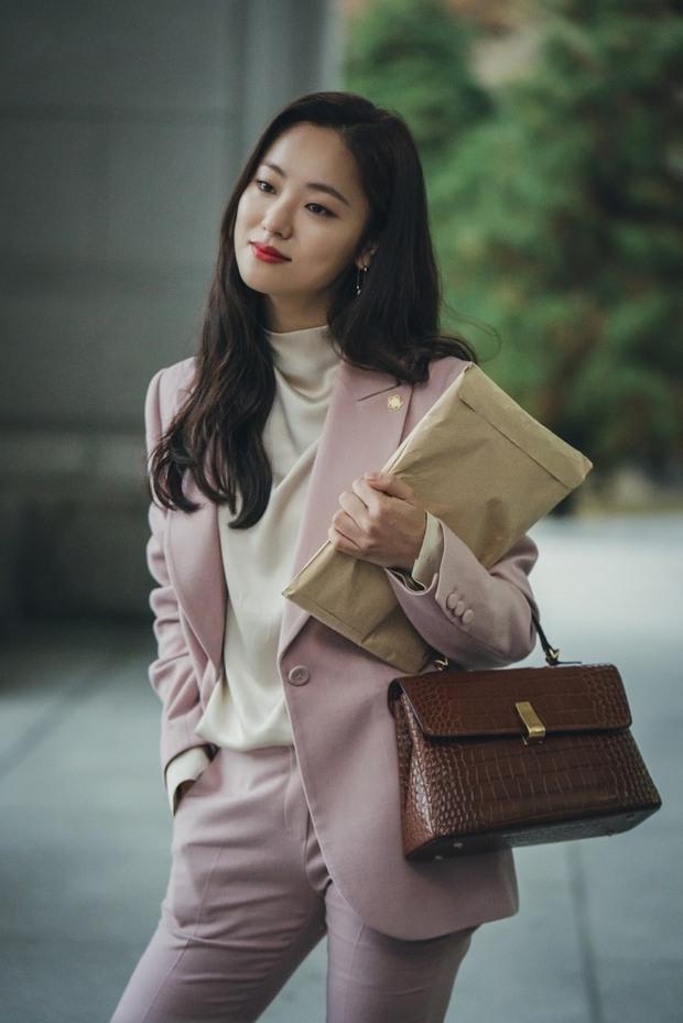 Sau 2 năm ly hôn Song Hye Kyo, Song Joong Ki mới lộ khoảnh khắc tình tứ với 1 cô gái như thế này - Ảnh 9.