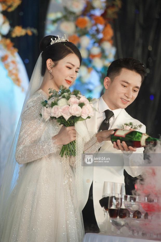 Bà xã Phan Mạnh Quỳnh xinh nức nở trong đám cưới, nhưng spotlight thuộc về số vòng vàng nặng trĩu cổ mất rồi! - Ảnh 6.