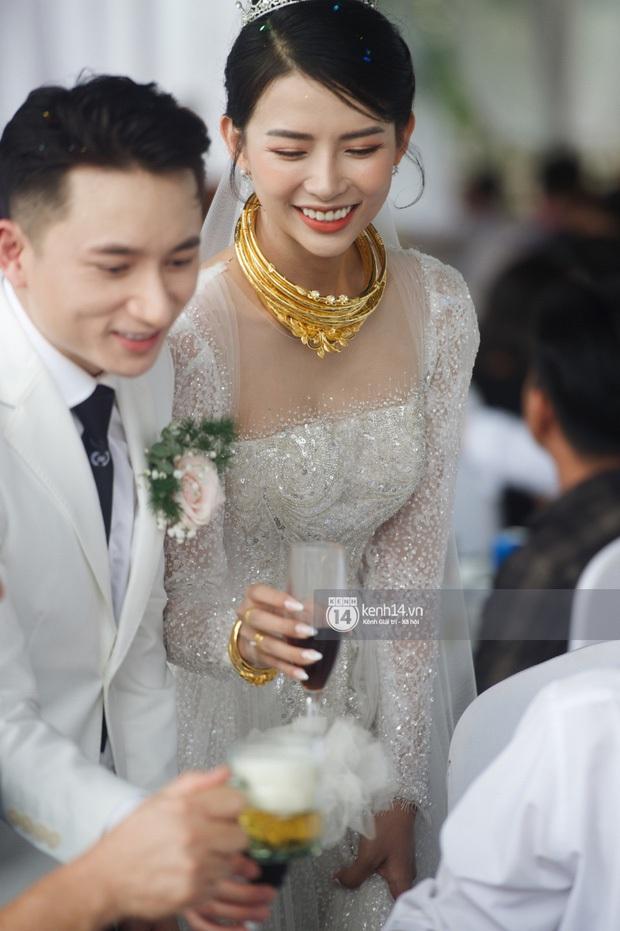 Lấy vợ vui quá, Phan Mạnh Quỳnh bất chấp tự hát ca khúc Vợ Người Ta trong đám cưới mình, phản ứng cô dâu thế nào? - Ảnh 4.