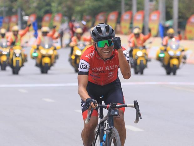 Anh kỹ sư tập xe đạp giảm cân chinh phục đường đua Cúp Truyền hình TP. Hồ Chí Minh - Ảnh 1.