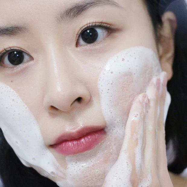 Quy trình skincare tối giản chuẩn chỉnh nhất: Chỉ 4 bước mà giúp da đẹp lên chứ không khi nào xấu - Ảnh 1.
