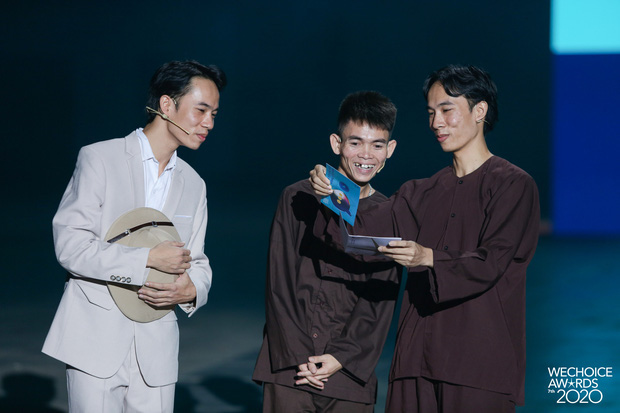 Xuất hiện 3 nhân vật tự nhận HLV Rap Việt mùa 2, còn đòi thay hẳn nón vàng! - Ảnh 2.