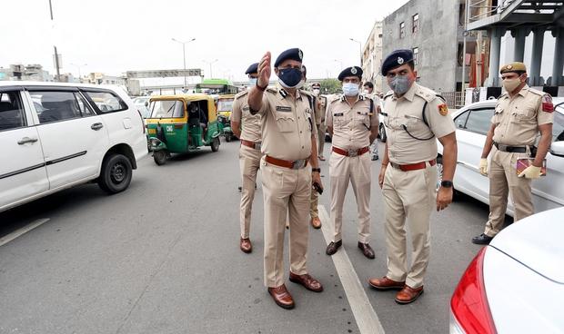 Thủ đô New Delhi vắng lặng trong ngày đầu giới nghiêm vì làn sóng COVID-19 thứ 2 - Ảnh 3.