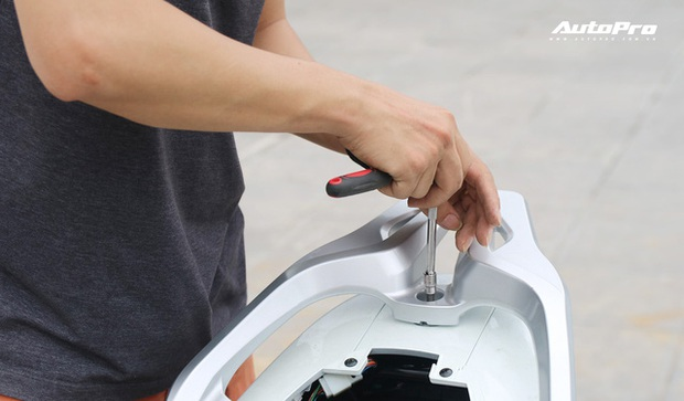 Lột trần VinFast Feliz trong 10 phút, kỹ sư điện đánh giá: Kết cấu đơn giản, dễ sửa, dễ độ nhưng vẫn còn điểm yếu - Ảnh 4.
