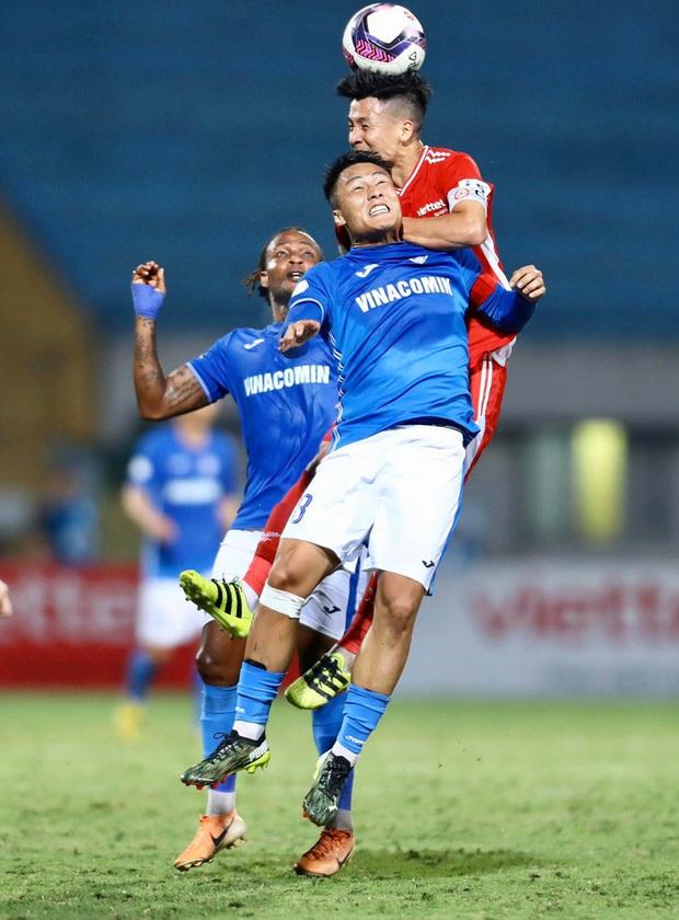 Bùi Tiến Dũng nổi cáu với đồng đội sau pha bóng khiến Viettel suýt thủng lưới - Ảnh 5.