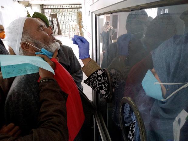 Thủ đô New Delhi vắng lặng trong ngày đầu giới nghiêm vì làn sóng COVID-19 thứ 2 - Ảnh 5.