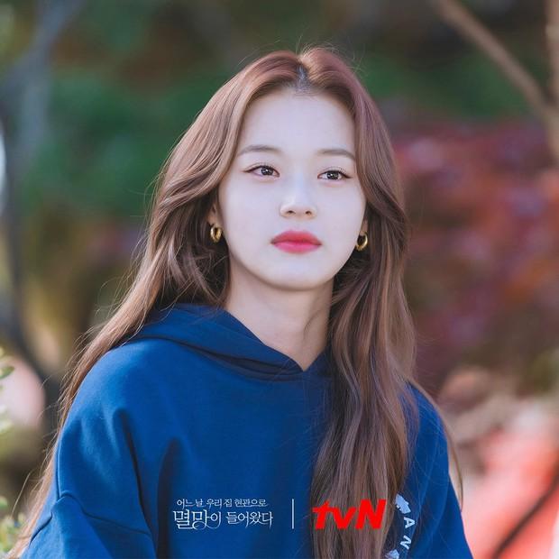 4 màu tóc nhuộm đang hot rần rần trong phim Hàn, chị em áp dụng thì độ sang chảnh lên một tầm cao mới - Ảnh 10.