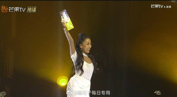 Bị lộ hát nhép, chị đại The Voice Trung Quốc vẫn hiên ngang dẫn đầu show thực tế - Ảnh 9.