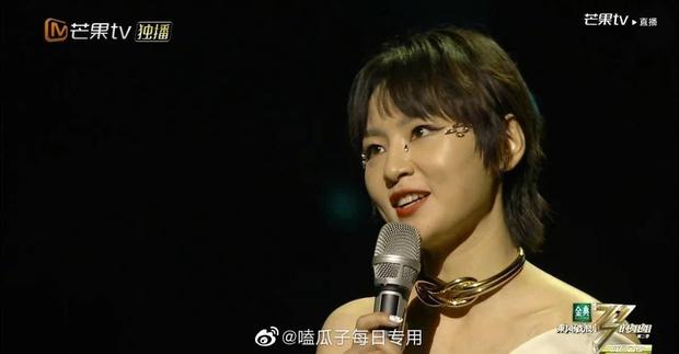 Bị lộ hát nhép, chị đại The Voice Trung Quốc vẫn hiên ngang dẫn đầu show thực tế - Ảnh 4.