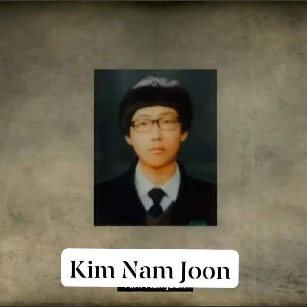 Nhìn lại loạt ảnh thời còn đi học của BTS: Ai rồi cũng dậy thì thành công, riêng V và Jungkook đúng là siêu visual ngay từ bé - Ảnh 13.