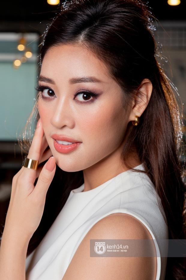 Gặp Khánh Vân trước khi sang Mỹ thi Miss Universe 2020: Gần như offline khỏi MXH, muốn bật khóc vì tập luyện quá nặng - Ảnh 1.