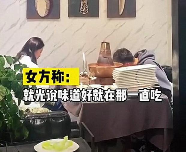 Bị gia đình ép đi xem mắt, đàng trai ăn liền 30 đĩa thịt còn bắt đàng gái thanh toán khiến cô câm nín - Ảnh 3.