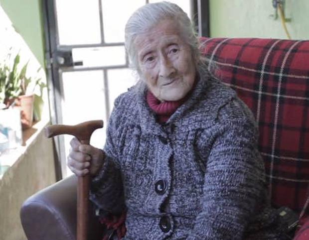 Cụ bà 91 tuổi đi khám vì phát hiện khối u trong bụng, bàng hoàng nhận ra đó là thai nhi nằm trong người suốt 60 năm - Ảnh 1.