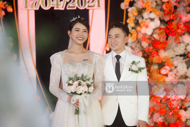 Team qua đường kiểm chứng nhan sắc vợ hot girl của Phan Mạnh Quỳnh, cô dâu ghi tròn 10 điểm với hành động này - Ảnh 7.