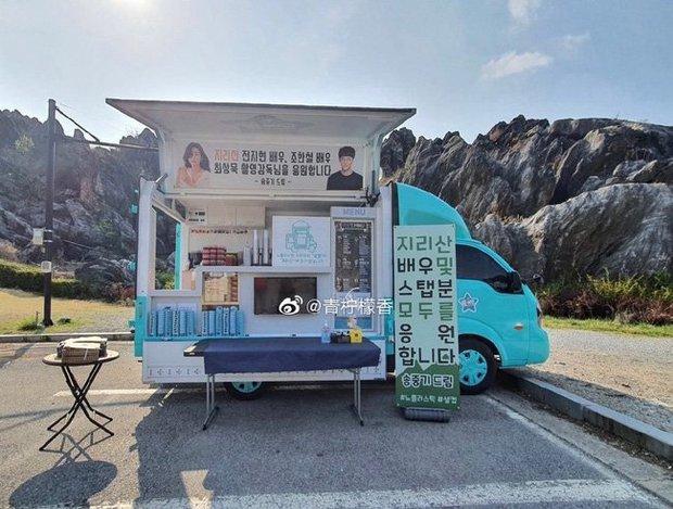 Đối thủ không đội trời chung được chồng cũ Song Joong Ki ủng hộ, Song Hye Kyo đã có ngay động thái dằn mặt? - Ảnh 2.