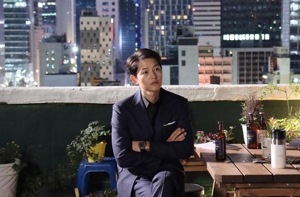 Đối thủ không đội trời chung được chồng cũ Song Joong Ki ủng hộ, Song Hye Kyo đã có ngay động thái dằn mặt? - Ảnh 3.