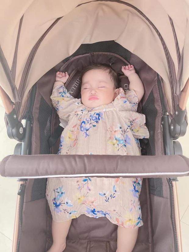 Đẳng cấp như con gái Lê Dương Bảo Lâm: Mới vài tháng tuổi đã kiếm bộn tiền nhờ đi quay quảng cáo - Ảnh 3.