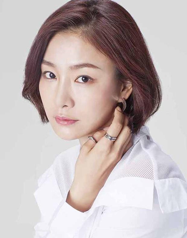Đối thủ không đội trời chung được chồng cũ Song Joong Ki ủng hộ, Song Hye Kyo đã có ngay động thái dằn mặt? - Ảnh 5.