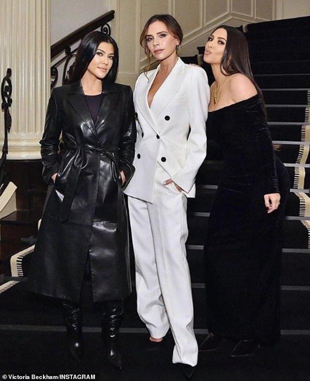 Kim Kardashian dự tiệc sinh nhật Victoria Beckham mà như... nhân vật chính: Đứng center, bốc lửa át luôn bà mẹ 4 con - Ảnh 6.